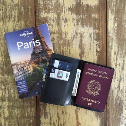 Porta Passaporte Roadie Preto