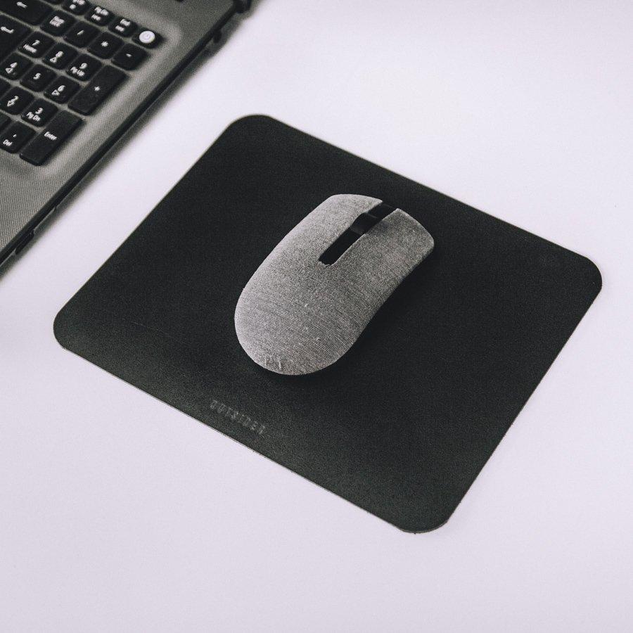 mousepad-couro-preto-211-d7af37ae24572ffa6016026404803789-1024-1024