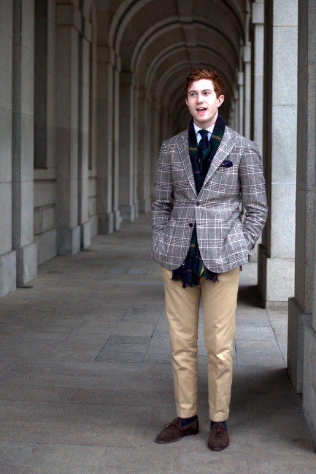 blazer cinza com calça bege