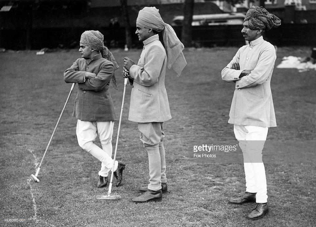 Servos Indianos durante um jogo de polo na década de 1920