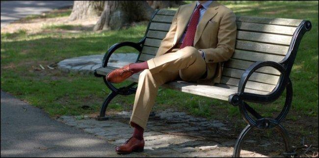 qual camisa e gravata usar com terno bege