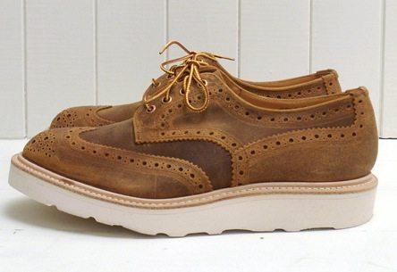 Sapato Brogue da Trickers com solado plataforma branco