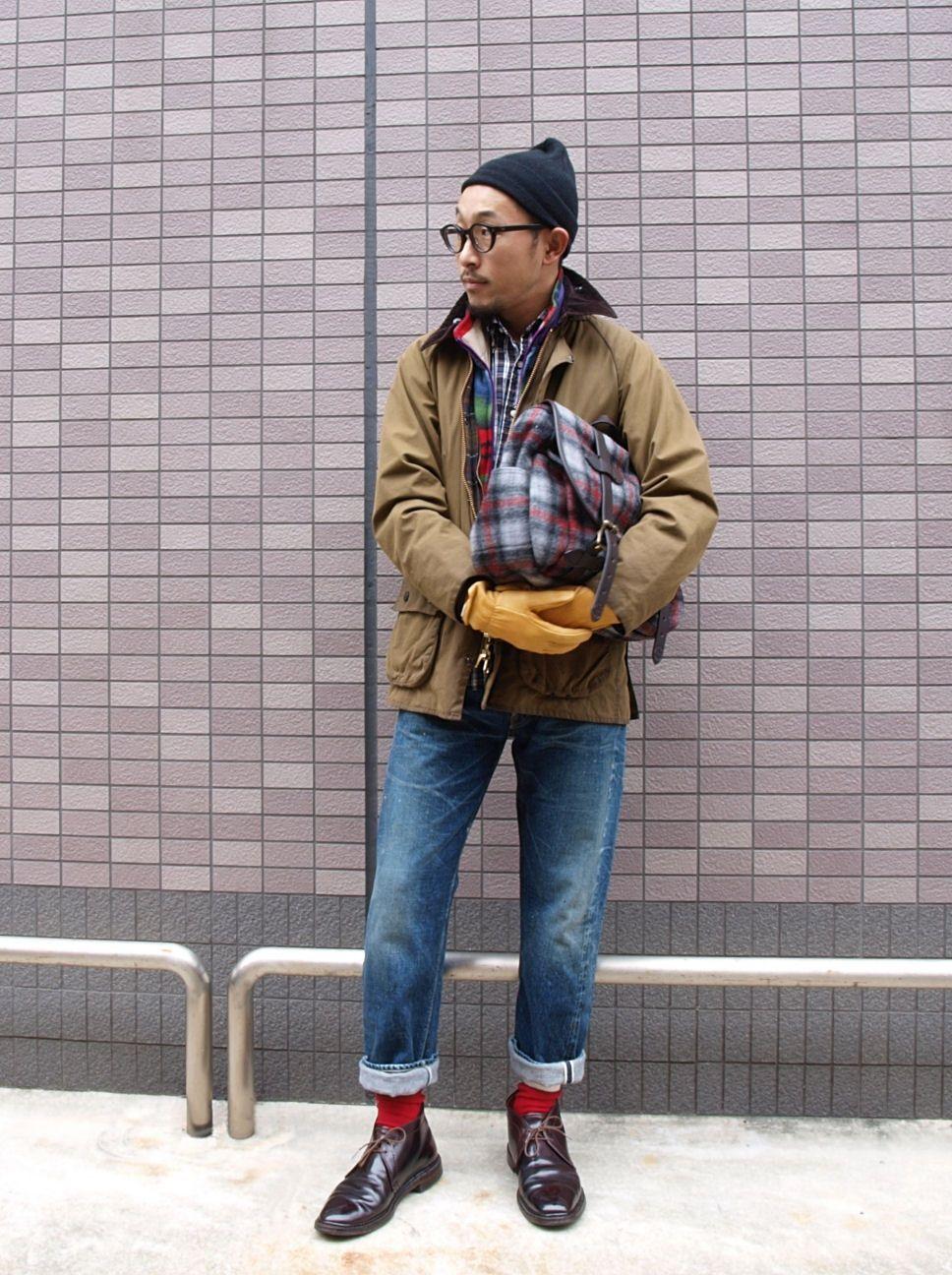 look masculino com bota chukka em couro shell cordovan