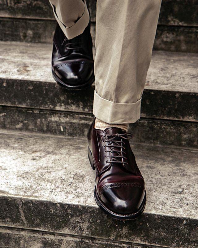 look masculino com sapato em couro shell cordovan