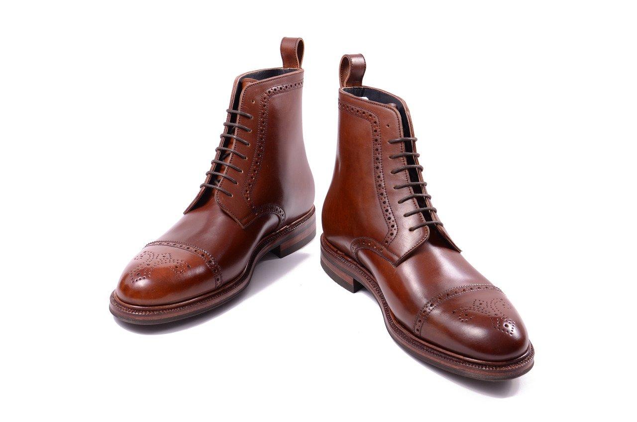 botas brogue marrom em couro shell cordovan