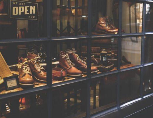 vitrine da loja redwing boots no japão