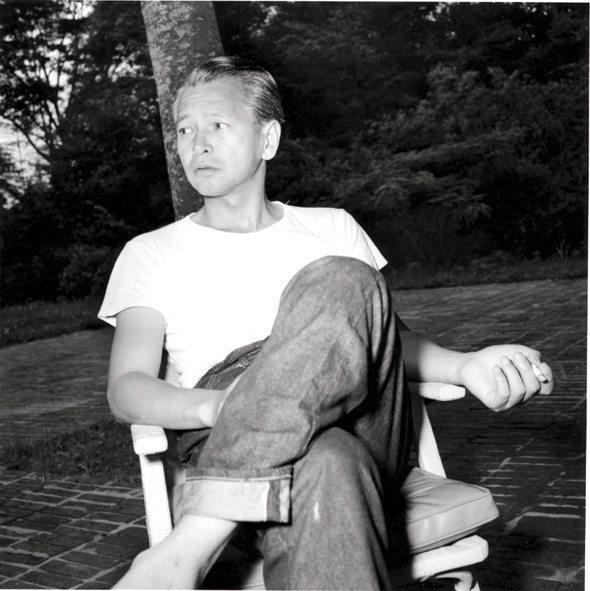 Jiro Shirasu foi uma das primeiras pessoas públicas do Japão a ser fotografada usando calças jeans.