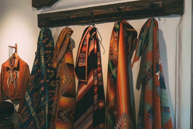 Cobertores Navajo e Indígena no Santa Fé Vintage