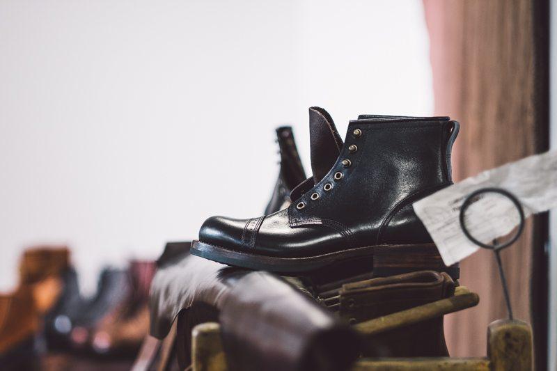 Julian Boots Preta no Inspiration LA