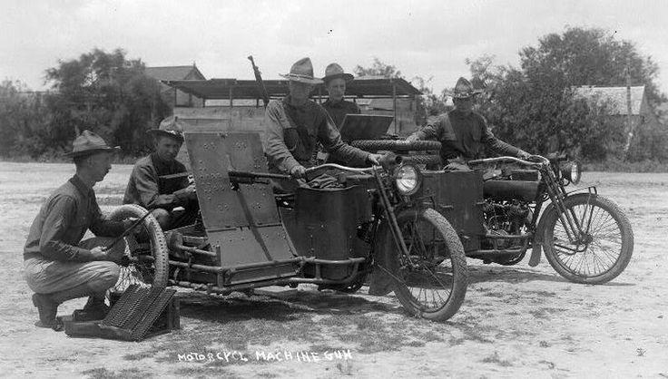 Tropas americanas com motos armadas desenhadas pelo próprio William Harley, em 1916.
