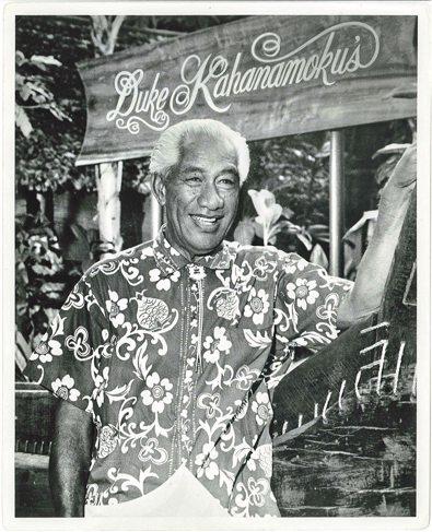 Duke Kahanamoku, uma das maiores lendas do surfe.