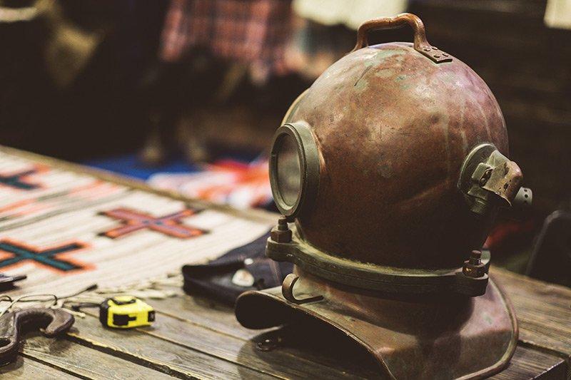 Máscara de mergulho antiga na Code7 Moscow