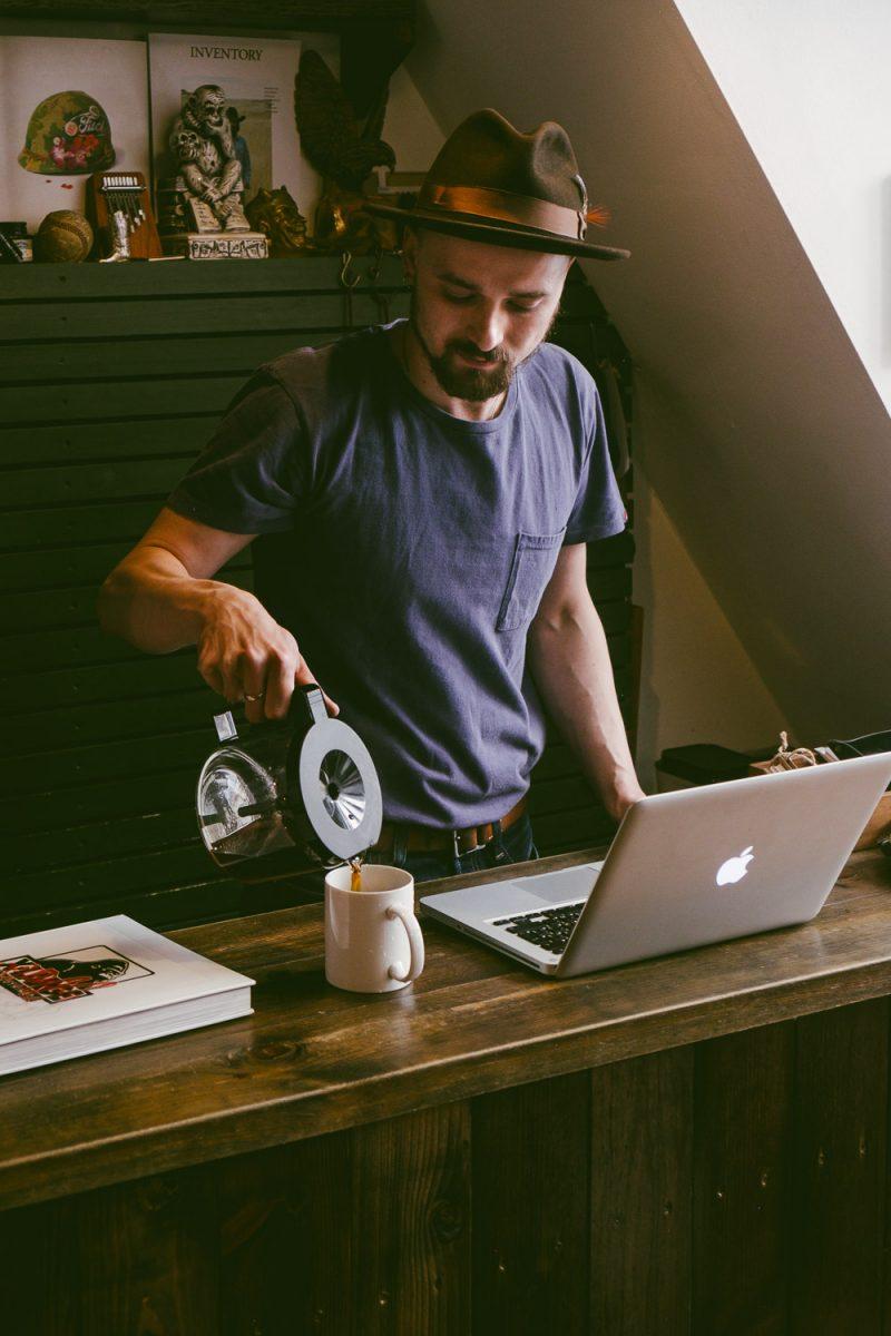 Café com rum na Renegade Shop