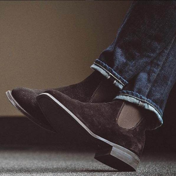 chelsea boot masculina camurça marrom