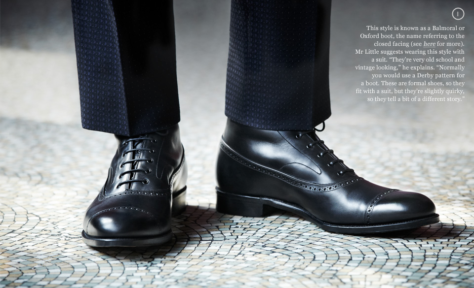 bota masculina preta com terno