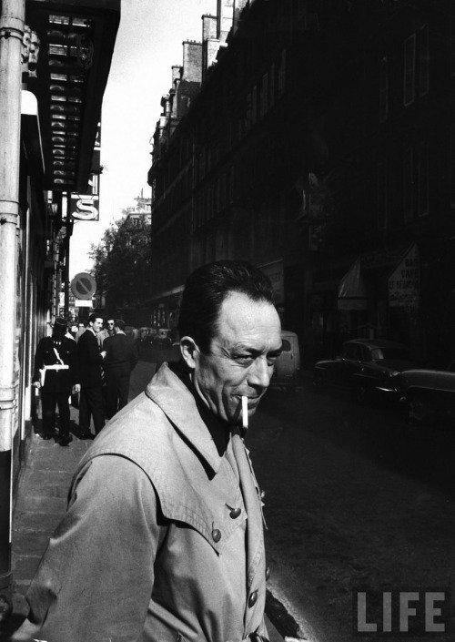 Albert Camus na esquina