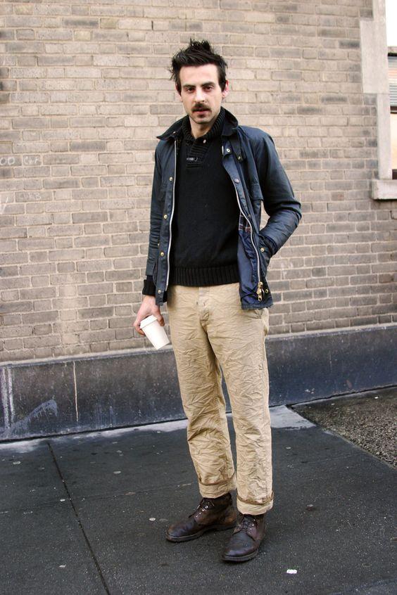 calça chino com camisa preta
