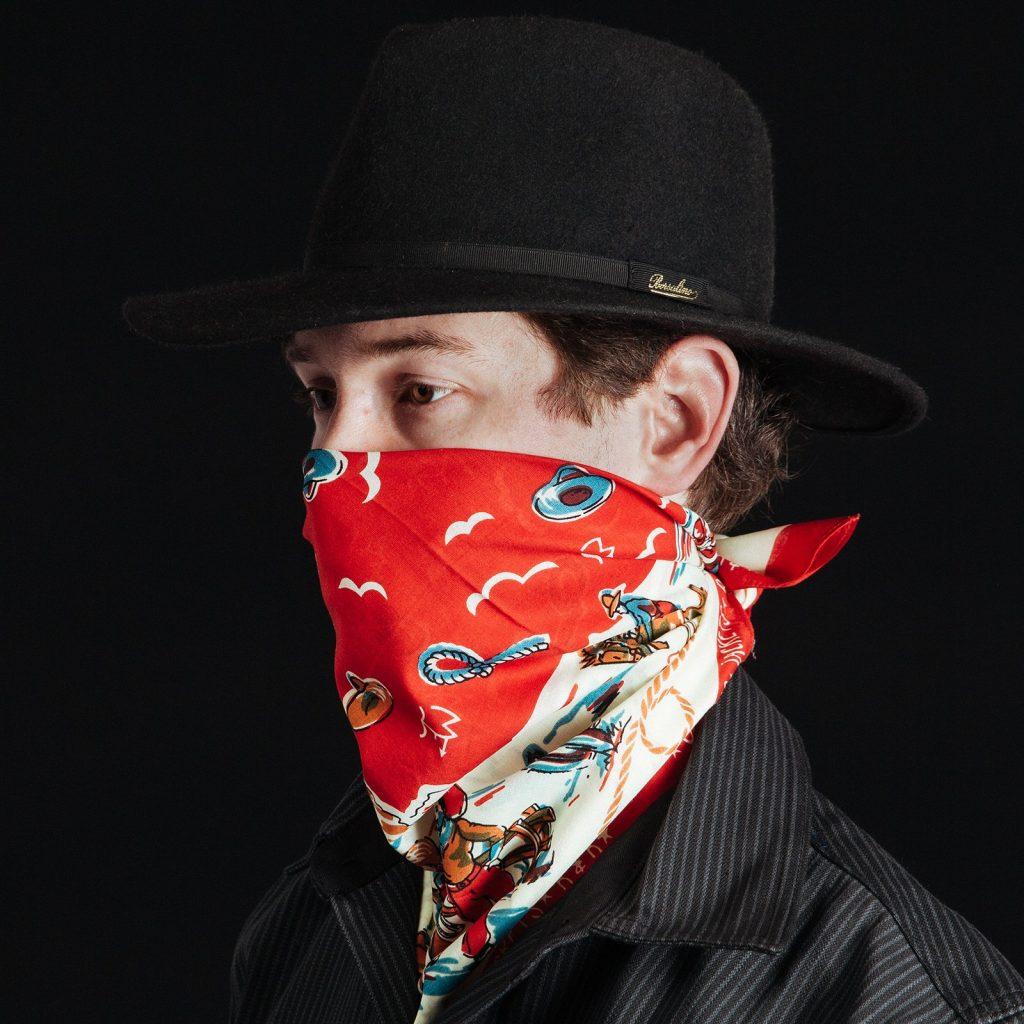 Como usar bandana masculina no rosto