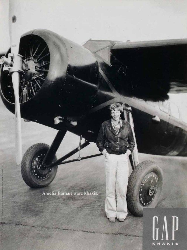 Amelia Earhart calça chino