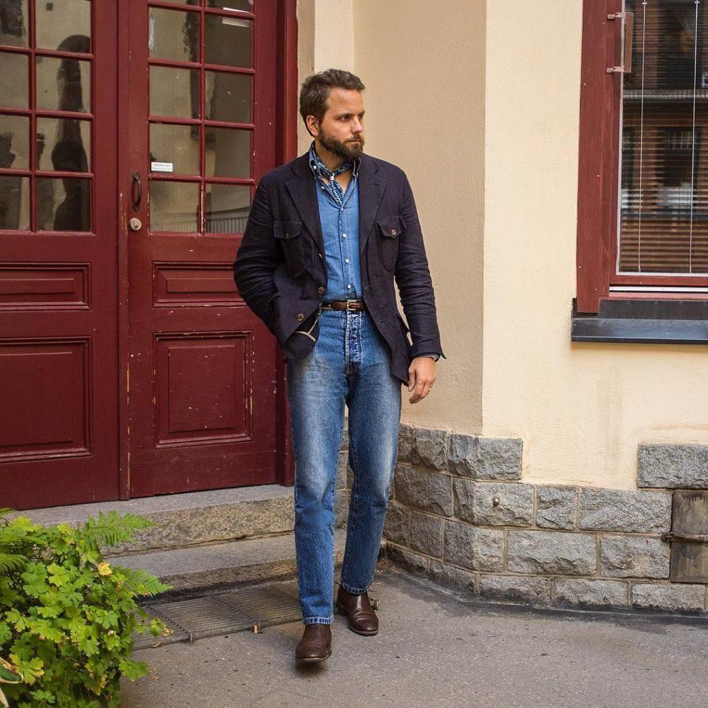 Paletó esportivo com calça jeans