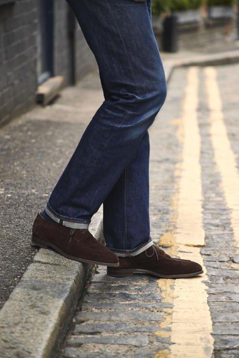Calça jeanas com sapato de camurça