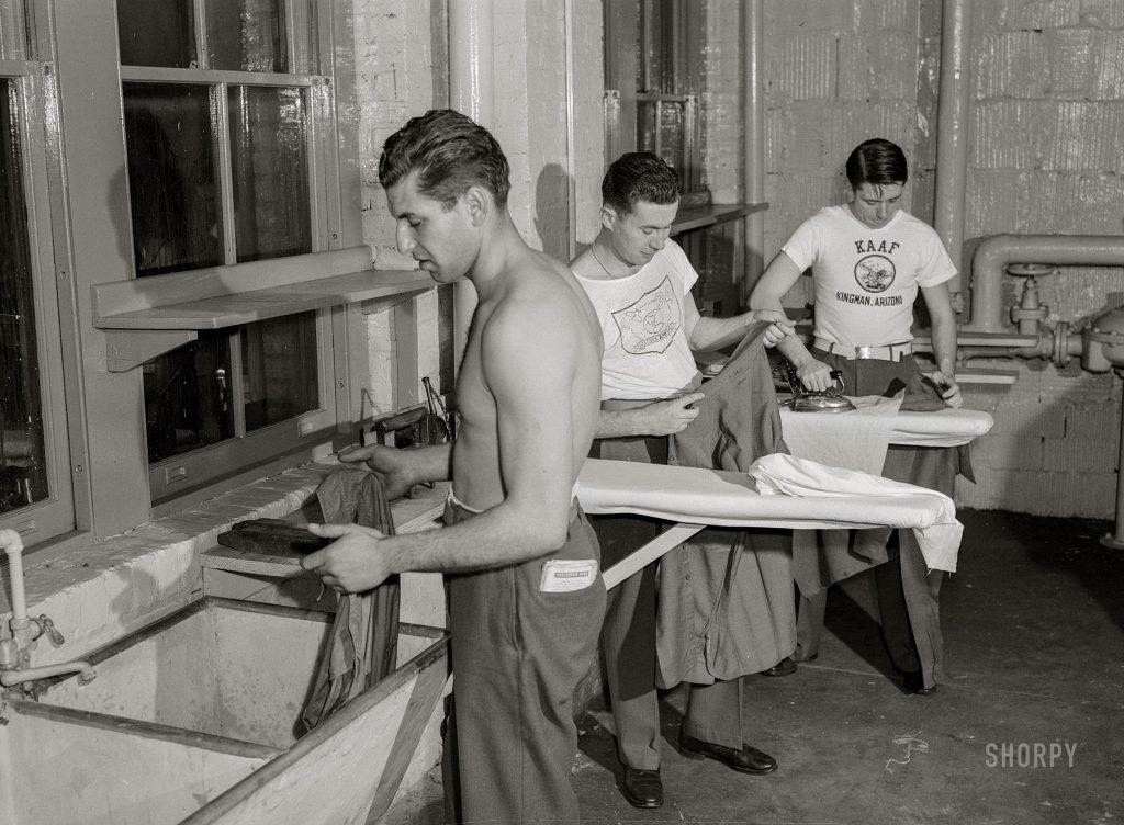 Militares usando lavanderia no centro de serviços das Nações