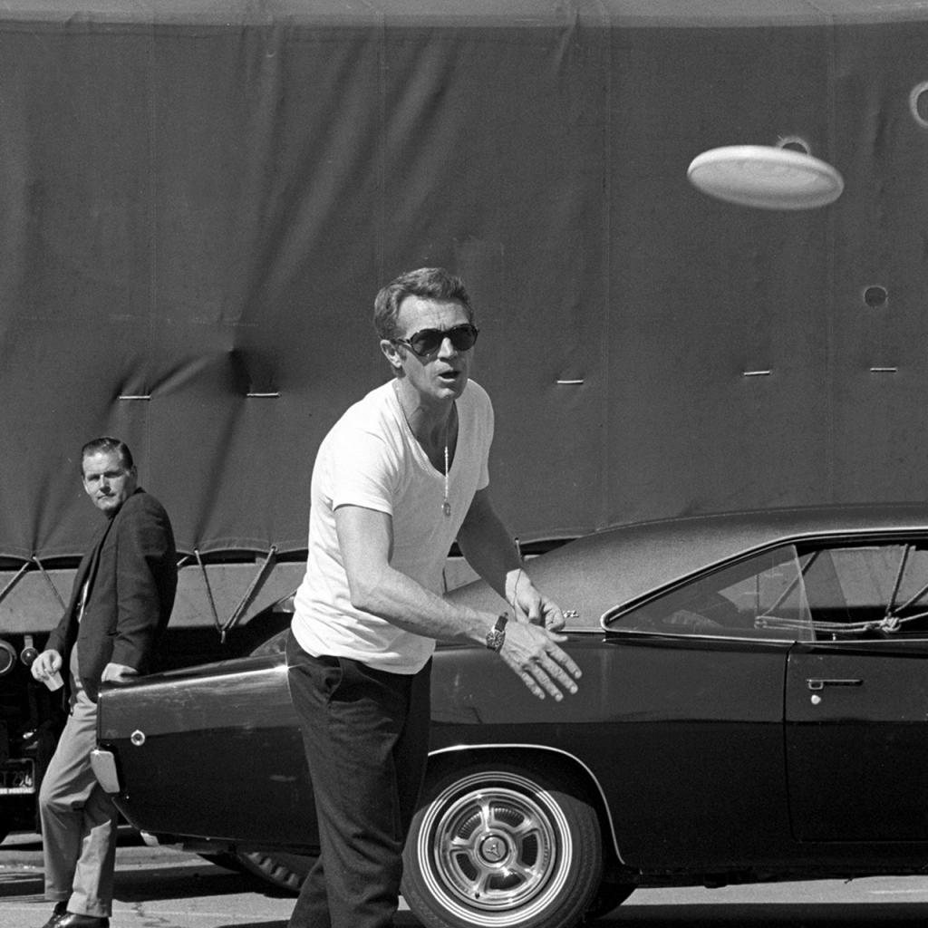 Steve McQueen jogando Frisby